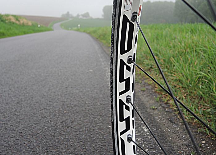 Ideal für schnelle Fahren auf schönen Straßen: Schwalbe Marathon Almotion Tubeless. Foto: Gathmann