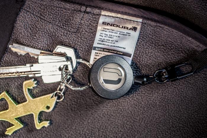 Was brauchen Radfahrer im Alltag? Zum Beispiel einen ausziehbaren Schlüsselanhänger.