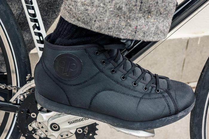 Eine erfreuliche Ausnahme unter den Radschuhen mit Klickpedalen: Quoc Pham Hardcourt. Foto: Kunkel.