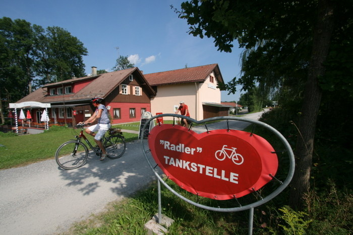 So geht Genuss: Radler-Tankstelle entlang der Radrunde Allgäu. Foto: Hans Kothe.