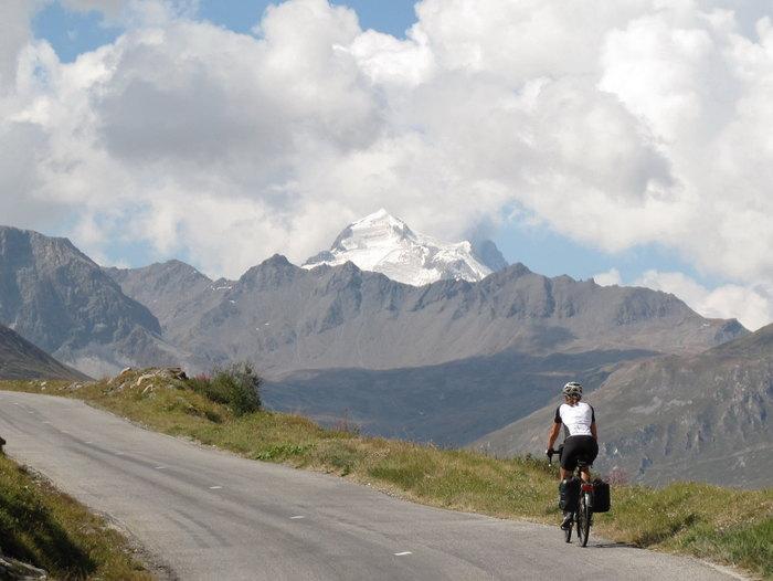Panorama-Straße: Route des Grandes Alpes. Foto: Heidrun Dzierzon.