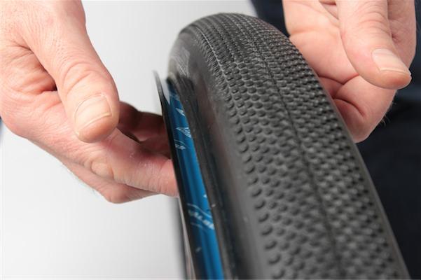 Tubelessmontage Reifen aufsetzen_IMG_2750