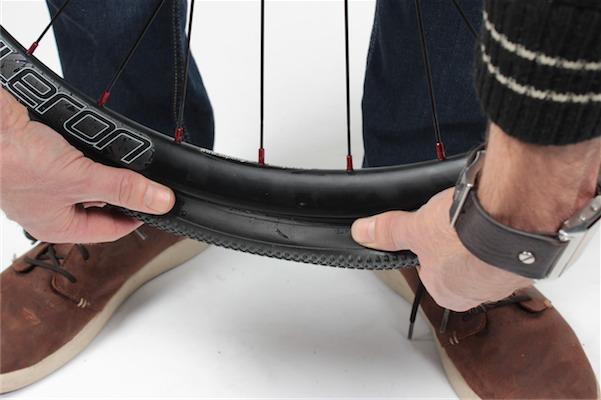 Tubelessmontage Reifen aufziehen I IMG_2749