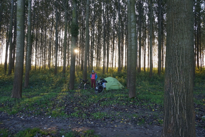 Campen in Serbien an der Donau. Fotos: Marc&Carina.