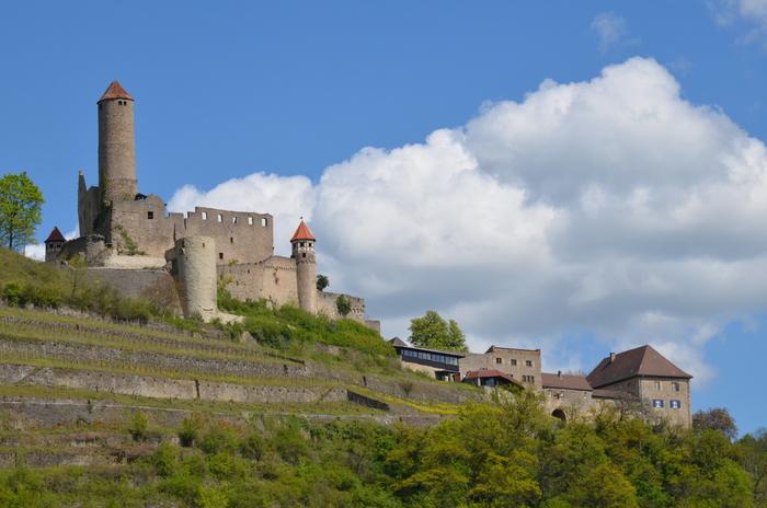 Die ehemalige Ritterburg Honberg in Neckarzimmern ist nur eine der vielen Burgen zwischen Mannheim und Coburg. Foto: Hans Kothe.