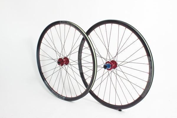 Superlight Bikeparts Tune Aileron Laufradsatz