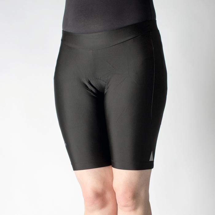Adidas (Damenmodell): Gut klimatisierte Tights durch dünnen Stoff, besonders angenehm an warmen Tagen. Weiches, großes Polster, läuft zu den Enden weich aus, dadurch guter Tragekomfort. Leider ist das Damenmodell am Bund kürzer geschnitten, weshalb die Hose während der Fahrt etwas nach unten rutschte. Note: 2,0
