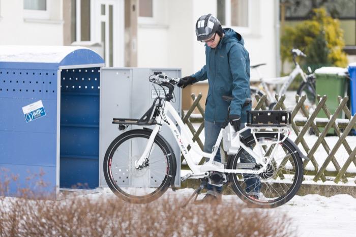 Gerade für hochwertige (Elektro-) Räder, die im Ganzjahreseinsatz sind, empfiehlt sich eine Parkbox. Witterungseinflüsse und Fahrraddiebe haben so keine Chance.