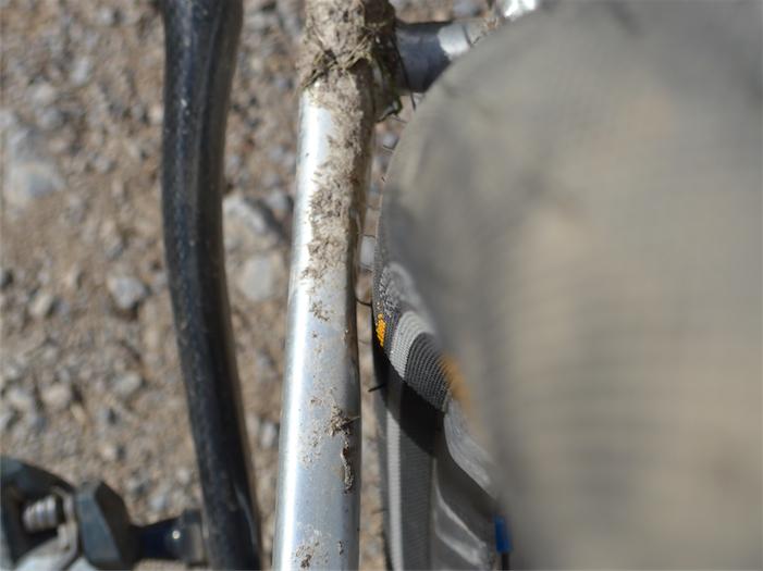 Passt hinten gerade noch: 50 mm Slick Continental Speed Contact im Cinelli Zydeco. Damit ändert sich die Geometrie gegenüber den 28-Zoll-Reifen kaum. Wohl aber erhöht sich der Komfort erheblich. Bild: Gathmann