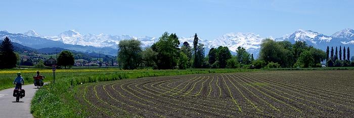 Traumhafte Bergpanoramen auf der Aare-Route. Bild: Katja Goll