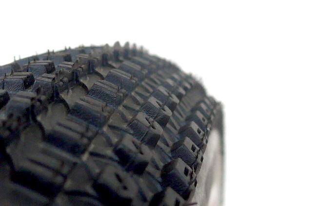 Viele kleine Stollen sorgen für leichtes Abrollverhalten – auch auf Asphalt. Bild: Gathmann