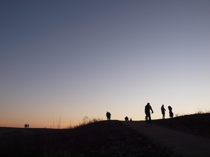 Abendstimmung mit Radler auf dem Teufelsberg. Bild: Jacobs