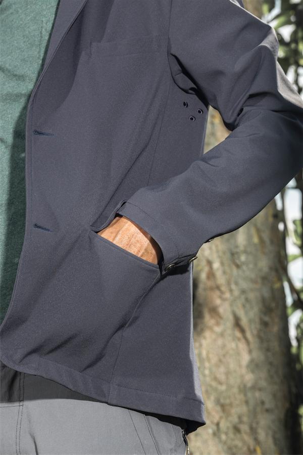 Vorne hat er zwei Taschen. Bild: Gleitsmann