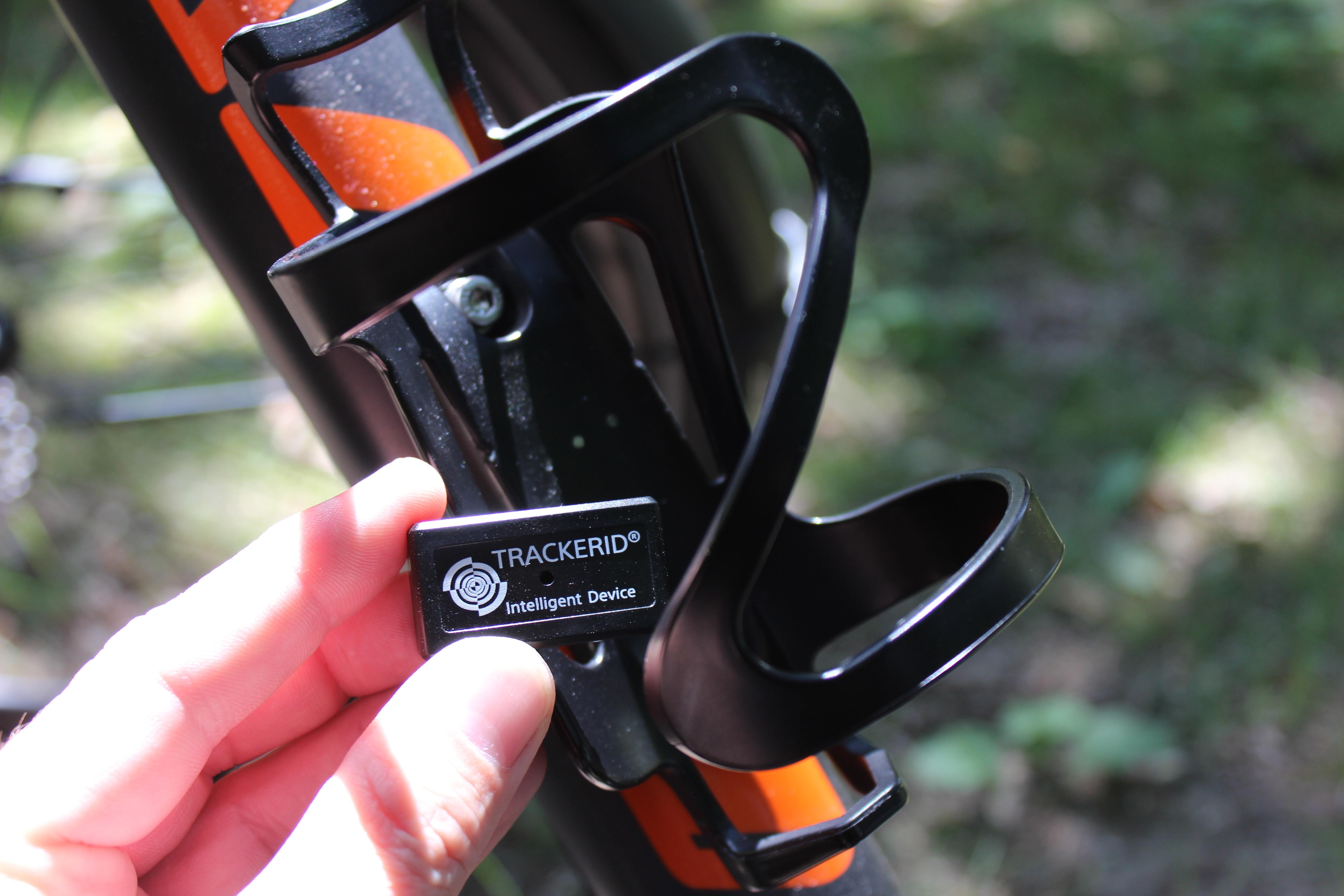 ausprobiert fahrrad flaschenhalter mit gps tracker. Black Bedroom Furniture Sets. Home Design Ideas